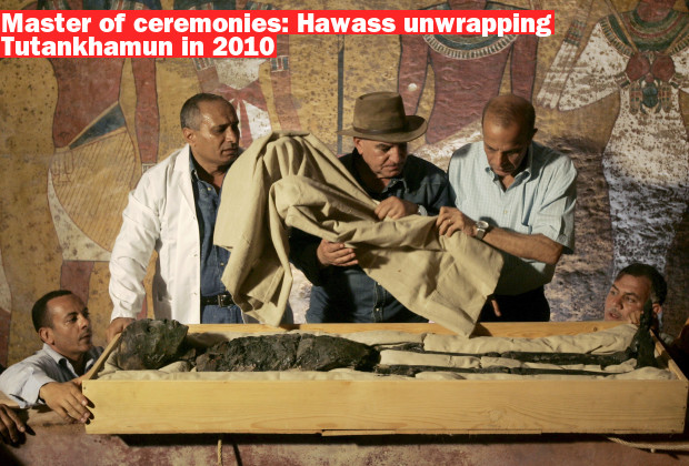 epa02037373 (FILE) A file picture dated 04 November 2007 shows Zahi Hawass, the Secretary General of the Supreme Council of Antiquities unwrapping the Boy Pharaoh King Tutankhamun which was displayed for the first time after being taken out of its sarcophagus and placed in a special climatized glass case in the Valley of the Kings near Luxor, Egypt. Extensive DNA analysis of Egyptian Boy King Tutankhamun has showed that malaria and hereditary bone disease was the likely cause of his death, Egypt's Antiquities Council said on 17 February 2010. Pharaoh Tutankhamun likely had club foot. The DNA tests identified Tutankhamun's father, Pharaoh Akhenaten, Tutankhamun's mother as well as his grandmother, Queen Tiye and revealed he was the child of a brother and a sister.  EPA/BEN CURTIS / AP POOL