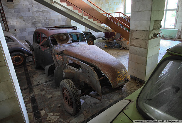 Soviet Camp Car Cemetery_09