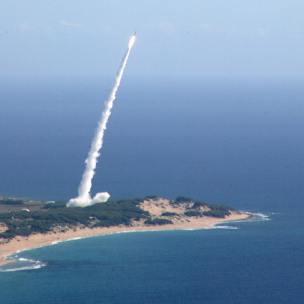 Missile_launch_from_Pacific_Missile_Range