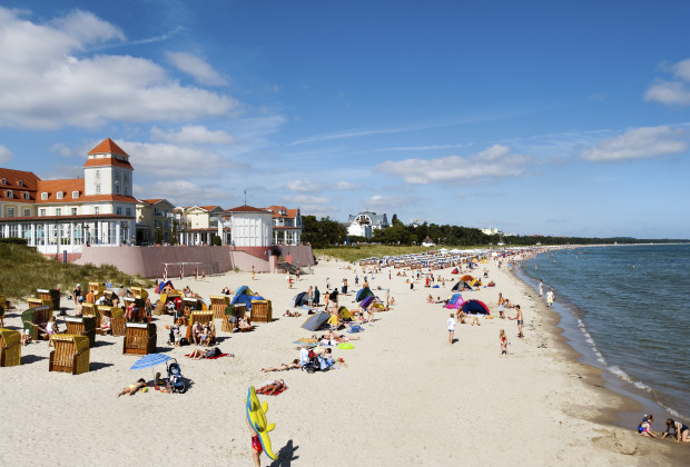 R¸gen Island, Rostock, Germany --- Beach and spa house, Binz, Rugen Island, Mecklenburg-Western Pomerania, Germany --- Image by © Sabine Lubenow/JAI/Corbis