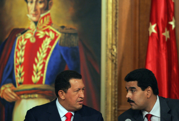 Caracas, VENEZUELA:  Venezuelan President Hugo Chavez (L) speaks with Venezuelan Foreign Minister Nicolas Maduro during the signing of an agreement with Chinese businessmen 17 October, 2006 in the Miraflores presidential palace, in Caracas. Neither Venezuela nor Guatemala managed to break a second day of deadlock Tuesday in their race for a UN Security Council seat, despite the United States pushing hard to keep Caracas from securing the high-profile platform.   AFP PHOTO/Juan BARRETO  (Photo credit should read JUAN BARRETO/AFP/Getty Images)