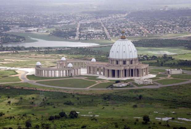 YAMOUSSOUKRO, IVORY COAST:  Areal view of Yamoussoukro's basilica, 14 November 2004. Ivory Coast saw a sudden escalation in violence this month when government planes bombed key towns in the rebel-held north of the country. AFP  PHOTO  PASCAL  GUYOT  (Photo credit should read PASCAL  GUYOT/AFP/Getty Images)