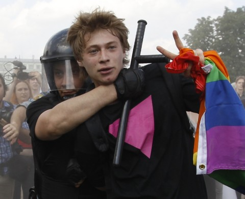 Police detain a gay rights activist during a Gay Pride event in St. Petersburg, June 29, 2013. Dozens of gay and lesbian rights activists and their supporters gathered for the event but were attacked by anti-gay protesters and later dispersed by the police. REUTERS/Alexander Demianchuk (RUSSIA - Tags: SOCIETY CIVIL UNREST)