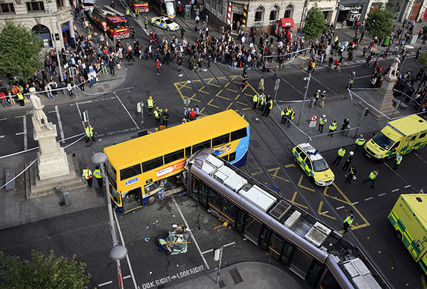 Emergency service personnel attend the scene of a bus and tram collision in Dublin, Ireland September 16, 2009. The accident left three people seriously injured and twenty needing treatment, local media reported. REUTERS/Cathal McNaughton     (IRELAND TRANSPORT DISASTER) - RTR27X89