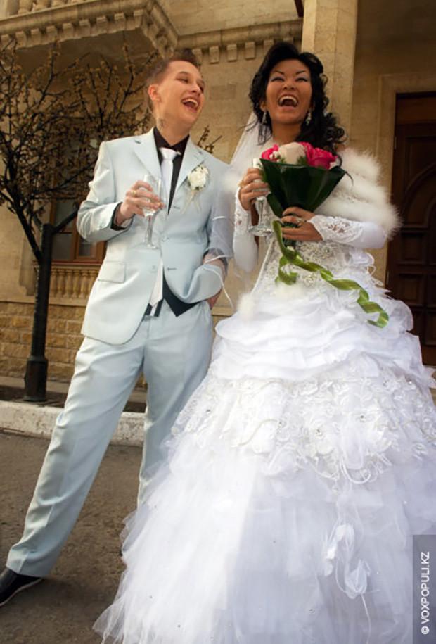 И не эпатаж. . Это первая лесбийская свадьба в Караганде.Да чего уж там, н