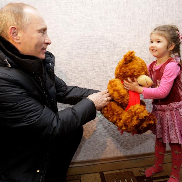 Keep Putin Away From the Children - Vocativ