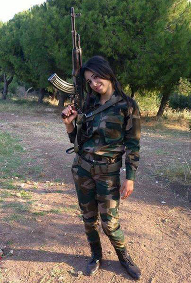 Syrian Female Fighter_620x915 03