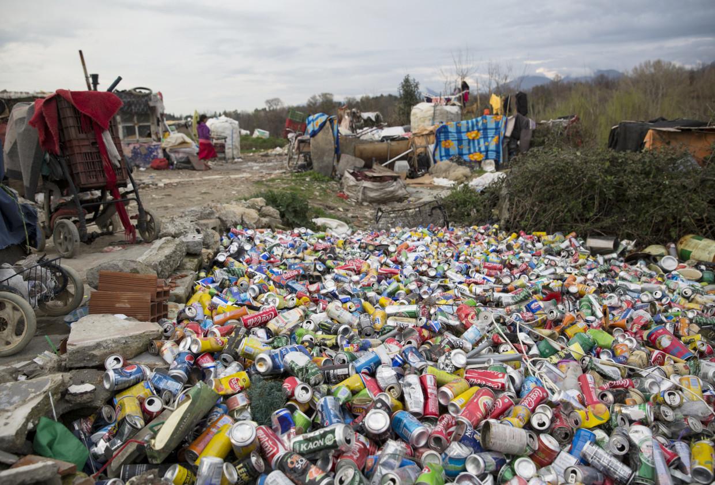 Kinder Garden: Roma Of Albania: Life On The Trash Heap