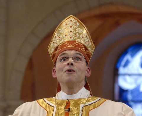 archbishop resigns over oath
