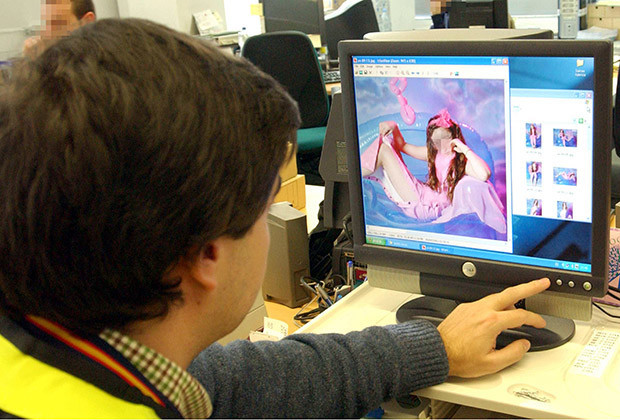 Legal status of Internet pornography