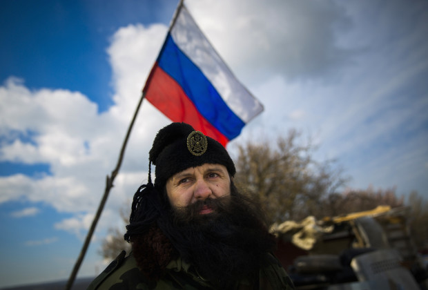 Bratislav Zivkovic, a member of a Serbian Chetnik paramilitary group, mans a checkpoint on the highway between Simferopol and Sevastopol in the Crimean peninsular, March 13, 2014. Serbian paramilitaries have offered their help to pro-Russian self-defence volunteers who set up road blocks on the main road to the Crimean port city of Sevastopol, home to the Russian Black Sea fleet. Road blocks were set up last week when pro-Russian men in green uniforms without insignia started appearing outside bases taking control of naval and military installations in Crimea.  REUTERS/Thomas Peter (UKRAINE - Tags: POLITICS MILITARY CIVIL UNREST) - RTR3H0I4