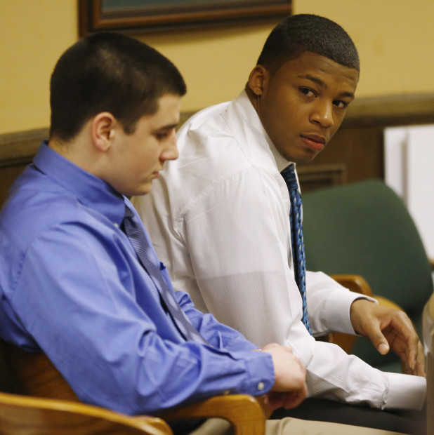 Trent Mays (L) and Ma'lik Richmond (R) sit in juvenile court in Steubenville, Ohio, March 15, 2013. One of two high school football players in Ohio accused of raping a girl at a party last summer had pictures of the teen on his cell phone from that night, a state forensic analyst testified on Thursday. REUTERS/Keith Srakocic/Pool  (UNITED STATES - Tags: CRIME LAW EDUCATION SPORT SOCIETY) - RTR3F1OV