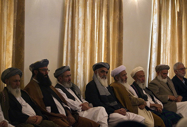 Members of High Peace Council attend the inauguration ceremony for the High Peace Council, appointed to broker peace with the insurgents in Afghanistan, at the presidential palace in Kabul October 7, 2010.  REUTERS/Ahmad Masood  (AFGHANISTAN - Tags: POLITICS) - RTXT594