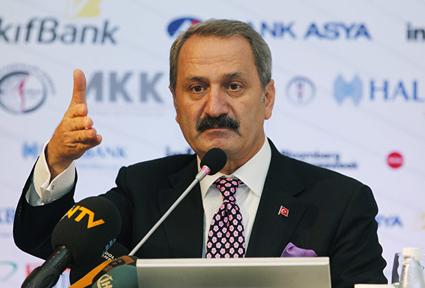 Turkey's Economy Minister Zafer Caglayan addresses the Istanbul Finance Summit in Istanbul September 28, 2011.