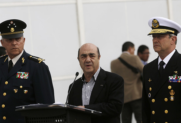 "Mexico's attorney general Jesus Murillo Karam (C) addresses the media next to Defense Minister General Salvador Cienfuegos (L) and Secretary of the Navy Admiral Vidal Francisco Soberon at the Navy's airstrip in Mexico City February 22, 2014. Mexico captured its most-wanted man, drug kingpin Joaquin ""Shorty"" Guzman, in his native northwestern state early on Saturday after a months-long operation with help from certain U.S. agencies, Murillo Karam said. After he spoke, Guzman, wearing a cream shirt and dark jeans, was frog-marched across the tarmac by soldiers in face masks, his head pushed down, and put aboard an awaiting federal police helicopter."