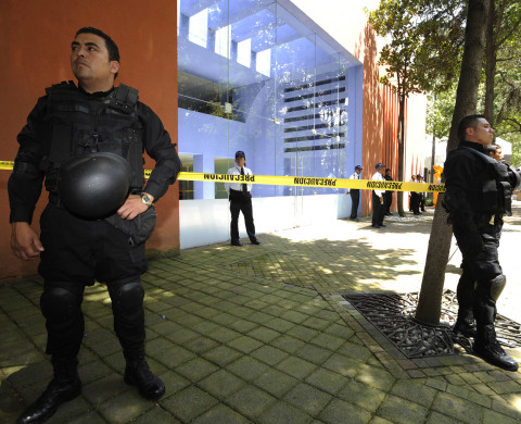 Police stand guard outside the Tecnologico de Monterrey University, after a mail bomb exploded, near Mexico City August 8, 2011.  Two teachers were injured in the incident, according to local media.