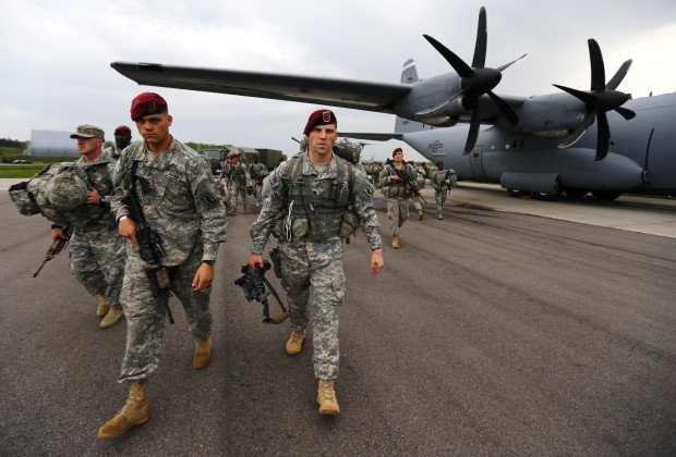 The first company-sized contingent of about 150 U.S. paratroopers from the U.S. Army's 173rd Infantry Brigade Combat Team based in Italy march as they arrive to participate in training exercises with the Polish army in Swidwin, northern west Poland April 23, 2014. The United States is sending about 600 soldiers to Poland and the three Baltic states for infantry exercises, the Pentagon said, one of its highest-profile steps yet to reassure NATO allies after Russia's seizure of Crimea. REUTERS/Kacper Pempel (POLAND - Tags: MILITARY POLITICS) - RTR3MCK4