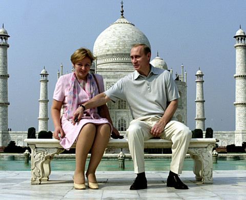 Russian President Vladimir Putin and his wife Lyudmila sit in front of the Taj Mahal while touring city of Agra October 4, 2000. Building on the first day of a visit aimed at rekindling Soviet-era amity, Putin told India's parliament that ties with New Delhi would remain a key element of Moscow's foreign policy. - RTXK1TW