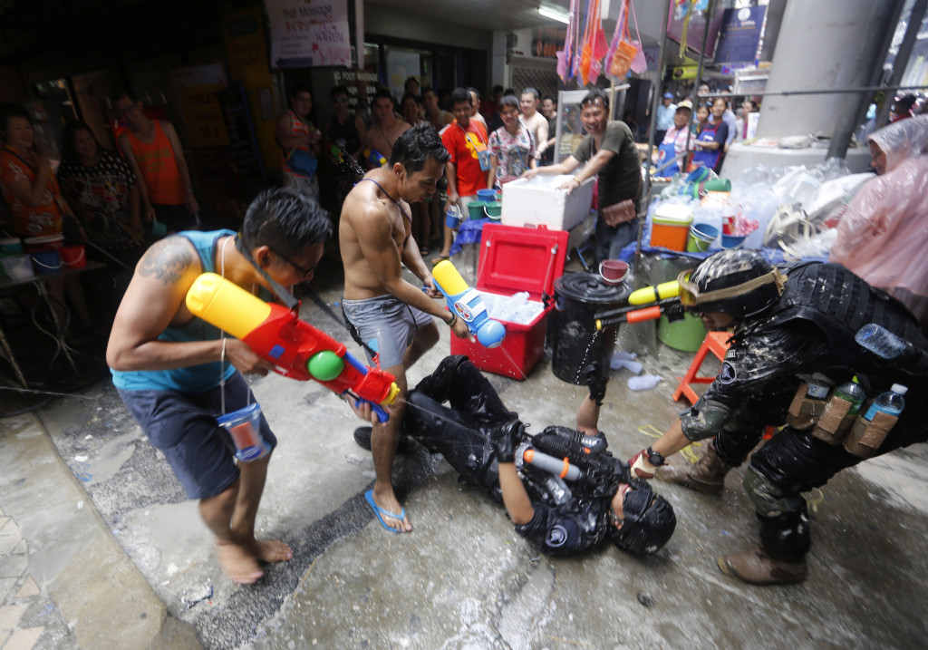 New Year's in Thailand and Burma: One Huge Water Fight - Vocativ