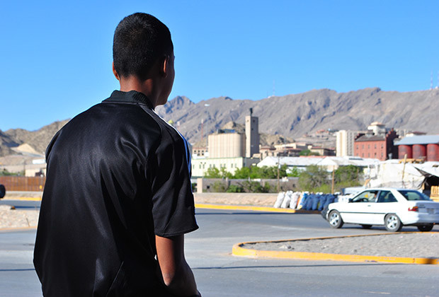 Lionel Gonzalez (16) dreams of crossing the border and reunite with his family in Denver, Colorado. In the background dowtown El Paso