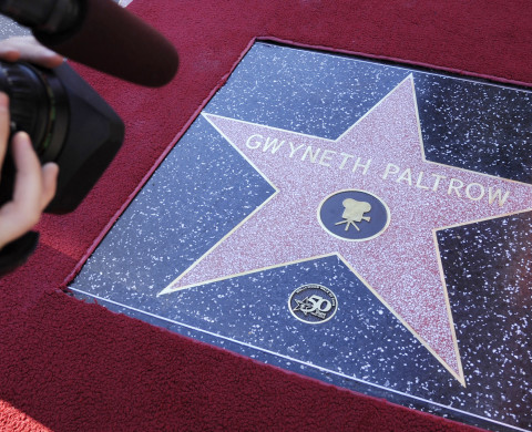 Gwyneth Paltrow received a star on the Hollywood Walk of Fame in Los Angeles December 13, 2010. REUTERS/Phil McCarten (UNITED STATES - Tags: ENTERTAINMENT) - RTXVP59