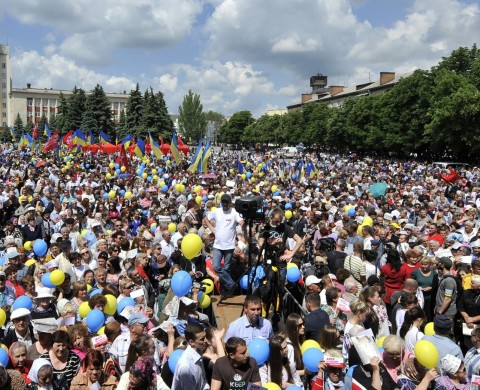 "RESTRICTED TO EDITORIAL USE MANDATORY CREDIT "" AFP PHOTO / POROSHENKO PRESS-SERVICE / MYKOLA LAZARENKO "" NO MARKETING NO ADVERTISING CAMPAIGNS - DISTRIBUTED AS A SERVICE TO CLIENTS  This handout picture released by the Poroshenko press service shows supporters of the Ukrainian independent presidential candidate Petro  Poroshenko during an election campaign rally on May 20, 2014, in Ukrainian city of Uman, Cherksy region. AFP PHOTO / POROSHENKO PRESS-SERVICE / MYKOLA LAZARENKO        (Photo credit should read MYKOLA LAZARENKO/AFP/Getty Images)"