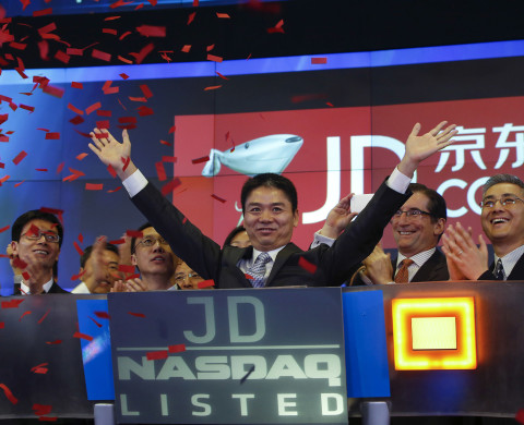 Richard Liu, CEO and founder of China's e-commerce company JD.com, raises his hands after the opening bell at the NASDAQ Market Site building at Times Square in New York May 22, 2014. China's No.2 e-commerce company, JD.com Inc., awarded Liu a one-off share-based bonus of $591 million as the company prepared for its U.S. IPO, according to a securities filing.   REUTERS/Shannon Stapleton  (UNITED STATES  - Tags: BUSINESS SCIENCE TECHNOLOGY) - RTR3QDT3