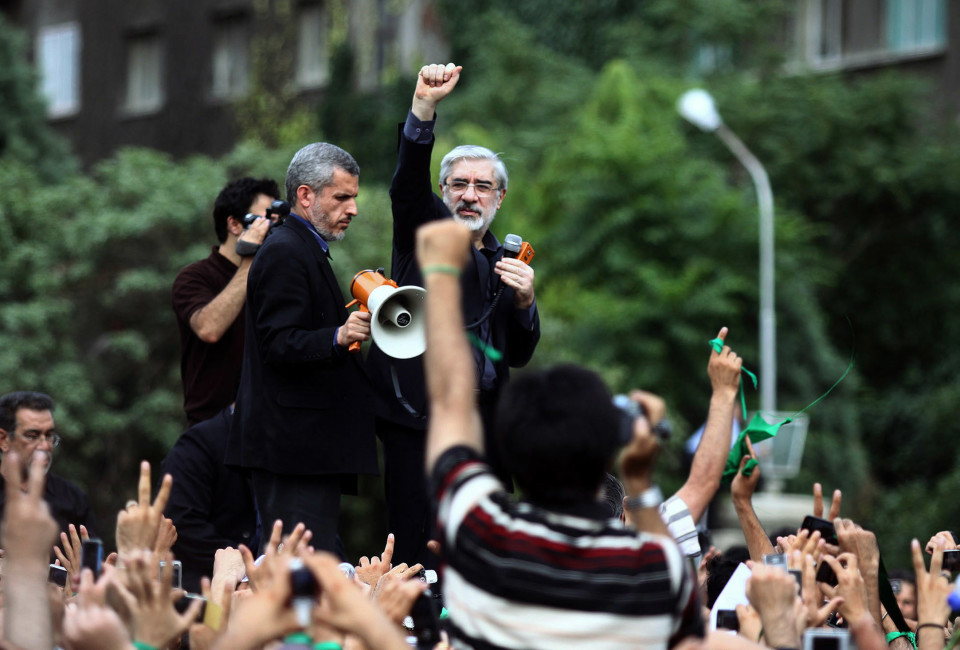 Defeated Iranian presidential candidate Mirhossein Mousavi speaks to supporters at a rally in Tehran June 18, 2009.
