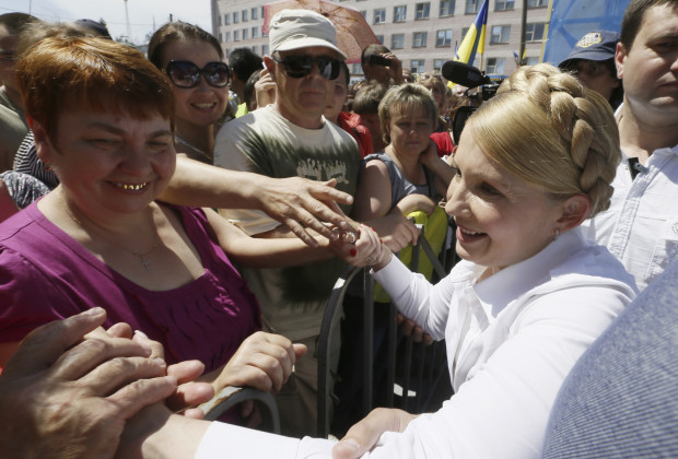 Former Ukrainian prime minister and current presidential candidate Yulia Tymoshenko (R) meets supporters during her election campaign in the city of Konotop May 21, 2014. Campaigning for Ukraine's presidential election, Tymoshenko says she alone can save the nation from disaster. It is a refrain that has served her well in the past but the voters no longer seem to be listening. To match UKRAINE-ELECTION/TYMOSHENKO REUTERS/Alexander Pokopenko/Pool (UKRAINE - Tags: POLITICS ELECTIONS) - RTR3Q6DM