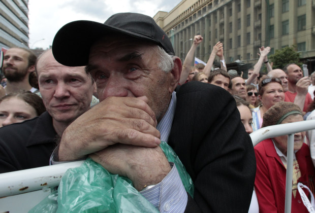 "Participants attend an anti-government protest in Moscow June 12, 2012. Thousands of Russians chanted ""Russia will be free"" in a march through Moscow on Tuesday to protest against President Vladimir Putin, shrugging off his tough new tactics intended to quash any challenge to his rule.      REUTERS/Sergei Karpukhin (RUSSIA  - Tags: POLITICS CIVIL UNREST CRIME LAW) - RTR33H3S"