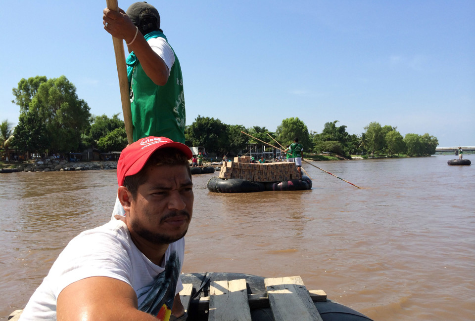 Honduran Raul Edgardo García (front, red cap) is crossing the border river. He used to work for a city morgue in Tela (Honduras), but decided to flee his country when two his friends were killed in gangland violence. He now hopes to get a humanitarian visa in Mexico. If not, he will continue his journey to the United States.