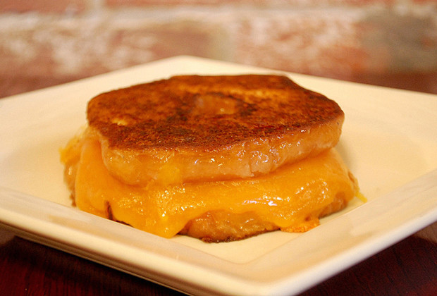 grilled cheese doughnut 001