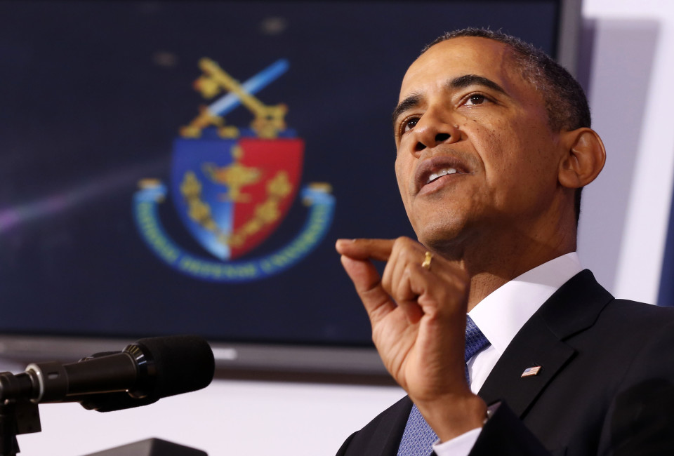 U.S. President Barack Obama makes a point about his administration's counter-terrorism policy at the National Defense University at Fort McNair in Washington, May 23, 2013.     REUTERS/Larry Downing  (UNITED STATES - Tags: POLITICS MILITARY) - RTXZYC8