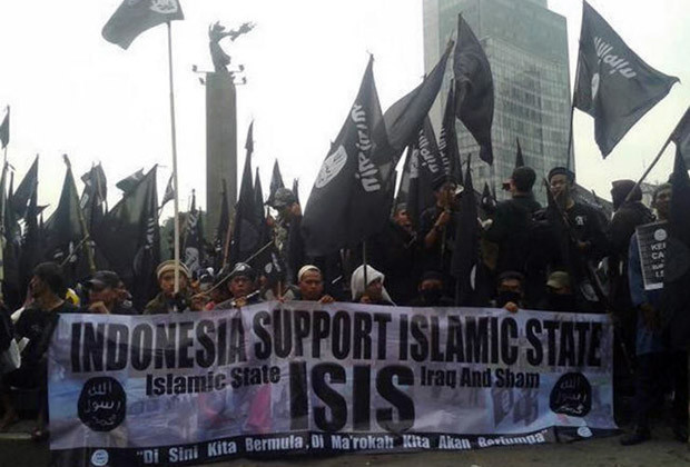Image tweeted by user @allyn3237 on June 20, 2014, of a pro-ISIS rally in Jakarta.
