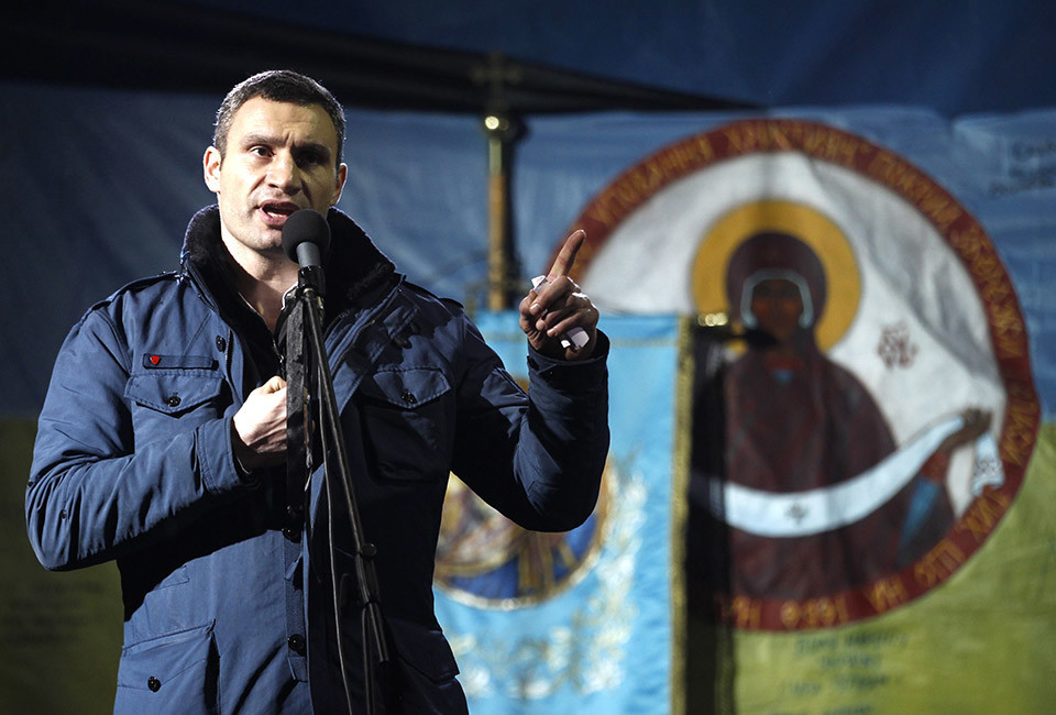 Ukrainian opposition leader and head of the UDAR (Punch) party Vitaly Klitschko addresses anti-government protesters after Ukrainian opposition leader Yulia Tymoshenko's speech in the Independence Square in Kiev February 22, 2014. Tymoshenko urged President Viktor Yanukovich's opponents on Saturday not to abandon their protests in central Kiev even though parliament has voted to oust him.  REUTERS/Baz Ratner (UKRAINE  - Tags: POLITICS CIVIL UNREST)   - RTX19C1A
