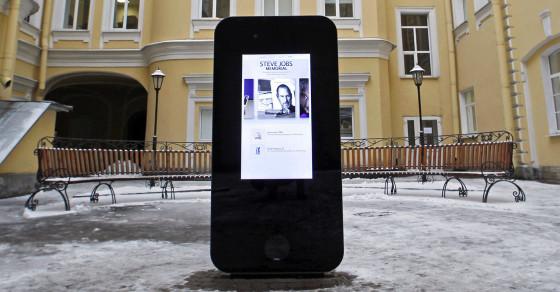 Russians Dismantled a Steve Jobs Memorial