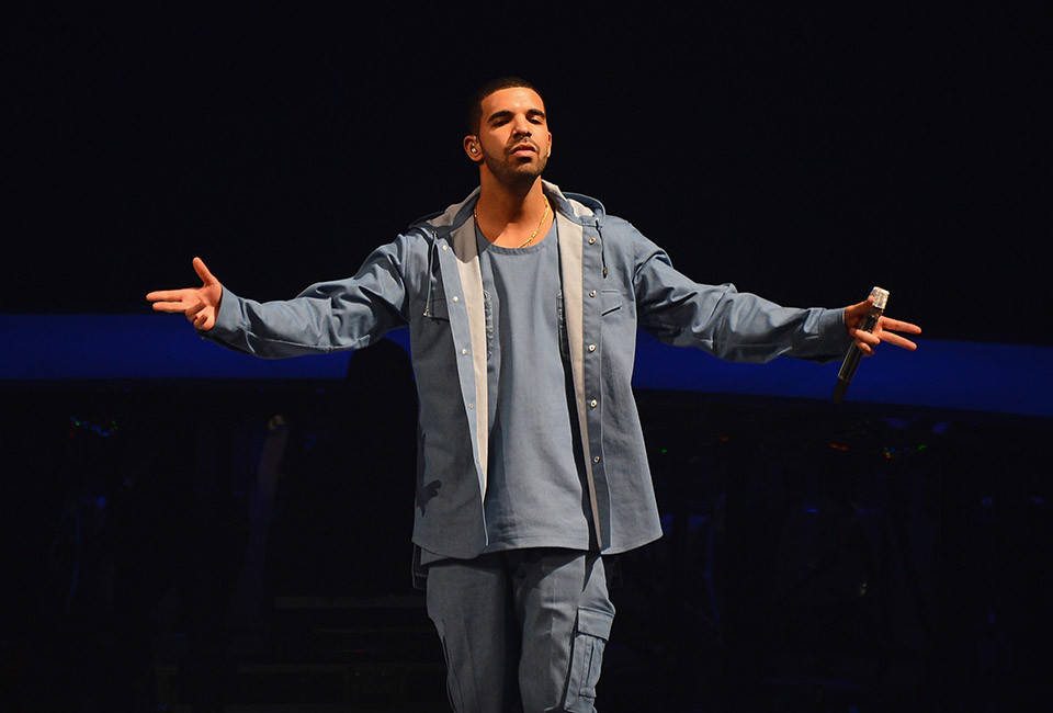 NEW YORK, NY - OCTOBER 28:  Singer/rapper Drake performs at Barclays Center on October 28, 2013 in New York City.  (Photo by Stephen Lovekin/Getty Images)