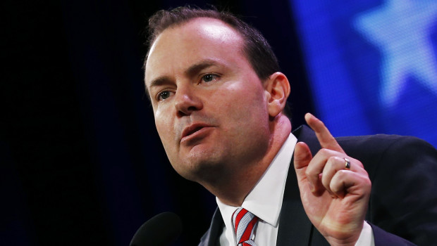 U.S. Senator Mike Lee (R-UT) speaks at the Freedom Summit in Des Moines, Iowa, January 24, 2015.  REUTERS/Jim Young  (UNITED STATES - Tags: POLITICS) - RTR4MRHX