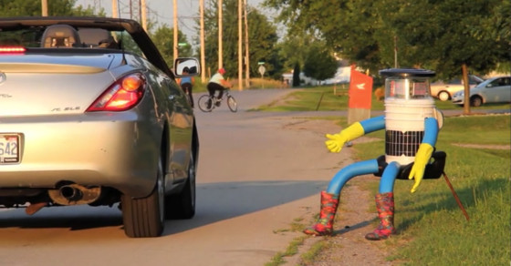 There's a Helpless Robot Hitchhiking Across Canada Right Now