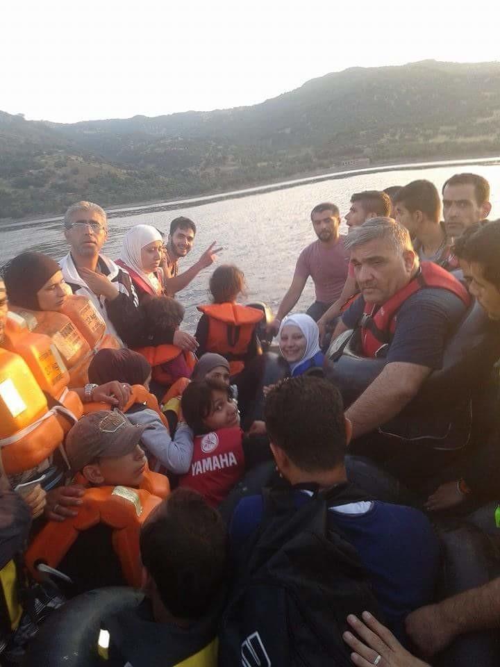Migrant raft IMG_7067