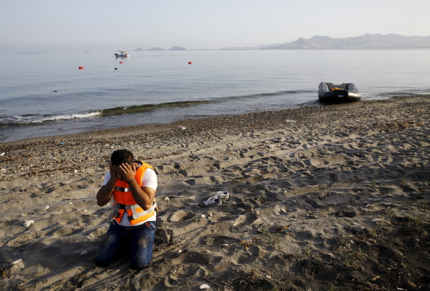A Syrian refugee prays on the beach after arriving on the Greek island of Kos on a dinghy boat, after crossing part of the Aegean Sea from Turkey to Greece, early May 26, 2015. Hundreds of mainly Syrian and Afghan immigrants on Tuesday landed on the Greek island of Kos in the south-eastern Aegean Sea. REUTERS/Yannis Behrakis      TPX IMAGES OF THE DAY      - RTX1EKCD