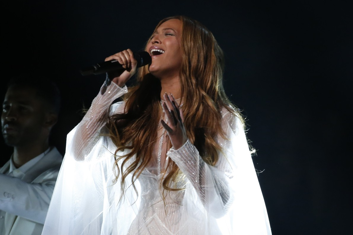 fans hail beyonc eacute s formation as black lives matter anthem vocativ