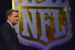 """NFL Official Admits To """"Link"""" Between Football And CTE"""