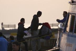 Greece Begins Deportation of Migrants, Refugees
