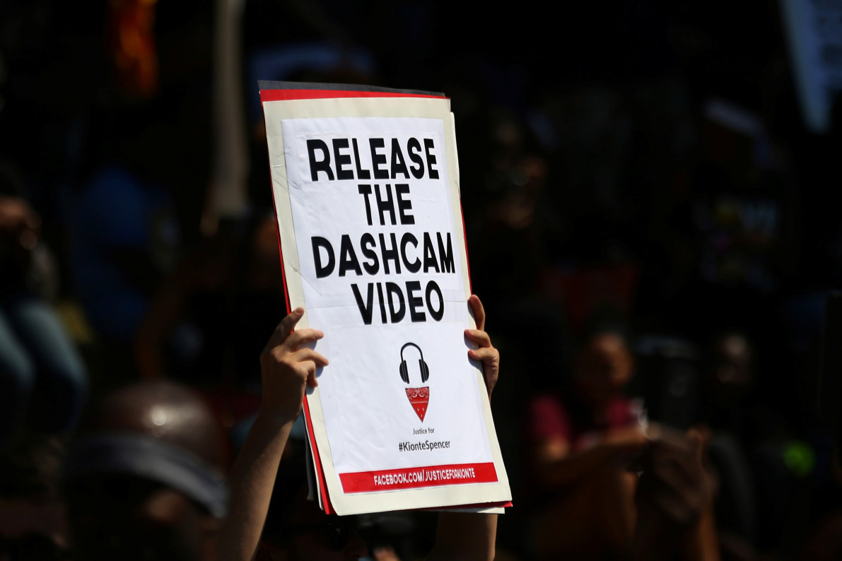 Charlotte police releases dahscam and bodycam footage of Keith Lamont Scott shooting