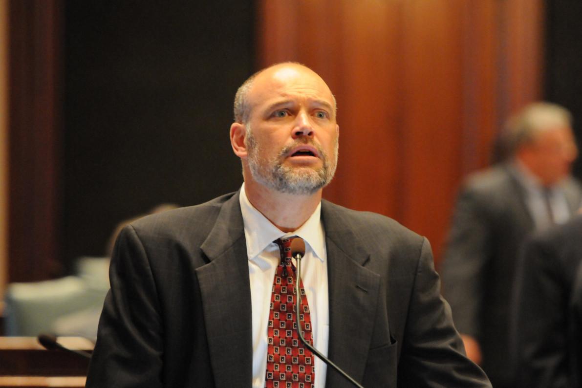 Ex-Illinois legislator says woman extorted him on Facebook