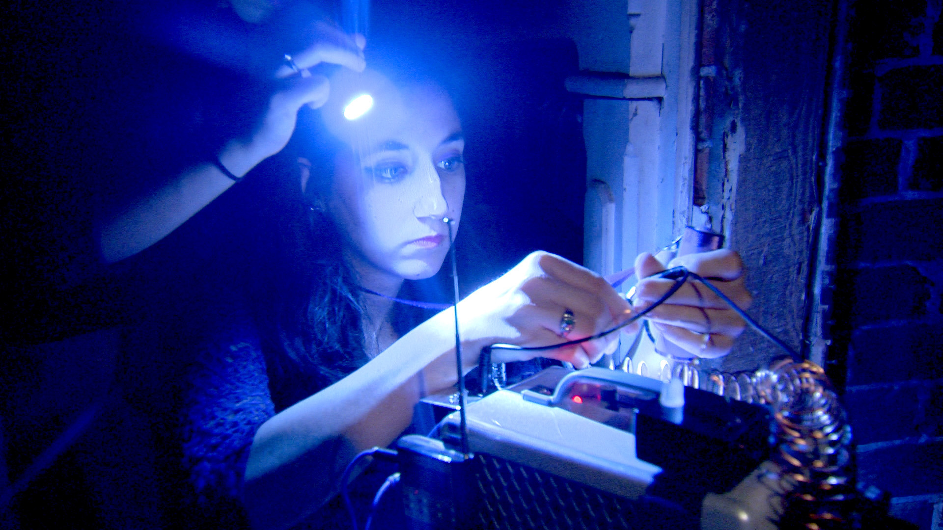 ghostbusters_girl_wiring_equipment