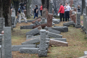 American Muslims Crowdfund To Repair Jewish Cemetery