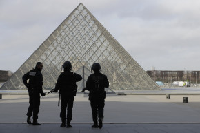 Knife-Wielding Attacker Shot At Paris' Louvre Museum