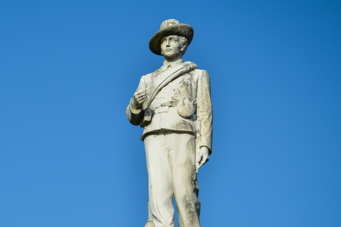 Officials in Florida debate fate of Confederate statue